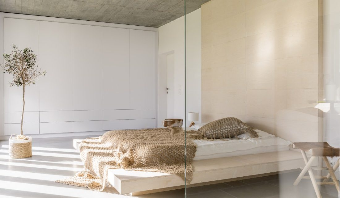 Urządzamy sypialnię pary młodej – wybieramy szafę 3-drzwiową!